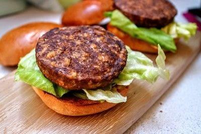 How to cook a veggie burger. Meat Free Byronaldo - Step 5
