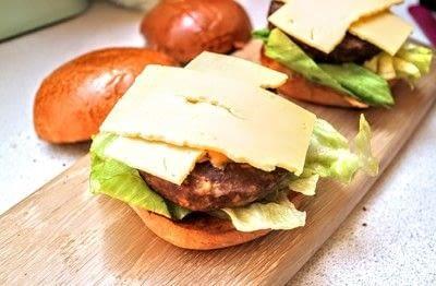 How to cook a veggie burger. Meat Free Byronaldo - Step 7