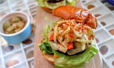 How to cook a veggie burger. Meat Free Byronaldo - Step 10