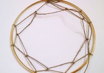How to make a floral wreath. Flower Wreath Catcher - Step 5