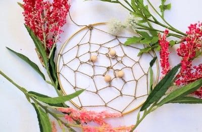 How to make a floral wreath. Flower Wreath Catcher - Step 10