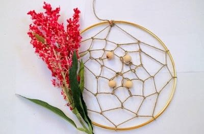 How to make a floral wreath. Flower Wreath Catcher - Step 11