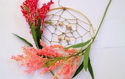 How to make a floral wreath. Flower Wreath Catcher - Step 12