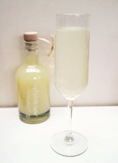 How to mix a champagne cocktail. Grapefruit Bellini - Step 3
