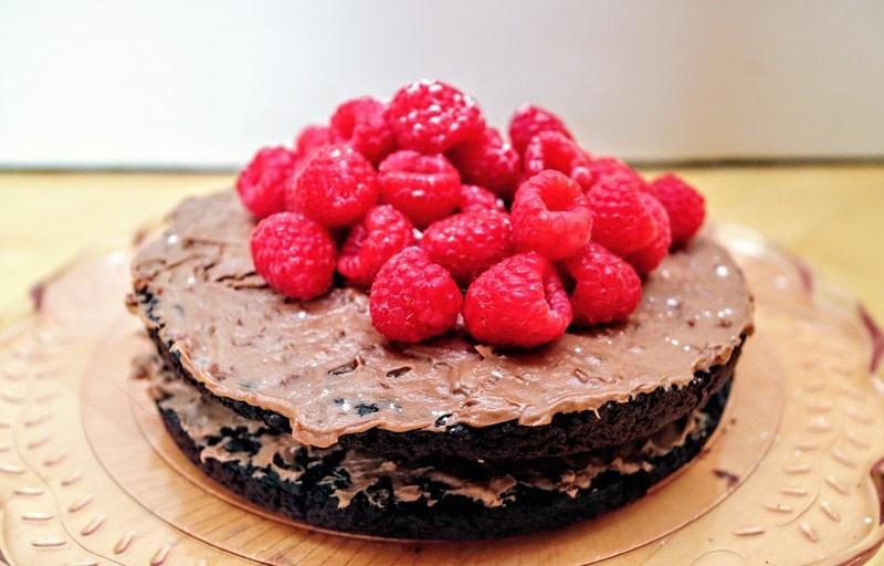 how to make chocolate icing black