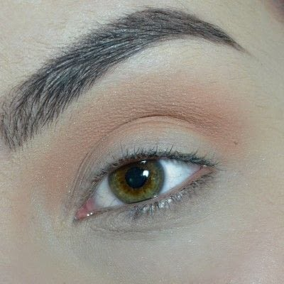 How to create a smokey eye. Green Smokey Eye - Step 1