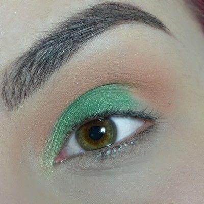 How to create a smokey eye. Green Smokey Eye - Step 3
