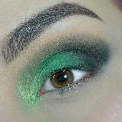 How to create a smokey eye. Green Smokey Eye - Step 5