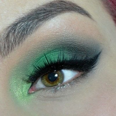 How to create a smokey eye. Green Smokey Eye - Step 6