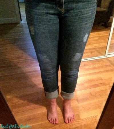 How to rip a pair of ripped jeans. Distressed Jeans Tutorial - Step 1