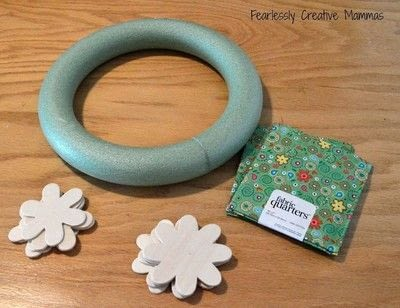 How to make a floral wreath. Flower Door Wreath - Step 1