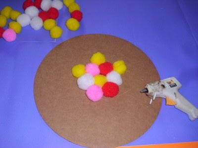 How to make a placemat. Pom Pom Plate Mat - Step 3