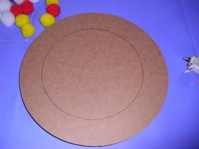 How to make a placemat. Pom Pom Plate Mat - Step 4