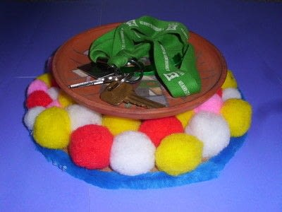 How to make a placemat. Pom Pom Plate Mat - Step 7