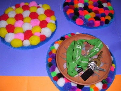 How to make a placemat. Pom Pom Plate Mat - Step 8