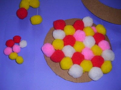 How to make a placemat. Pom Pom Plate Mat - Step 5