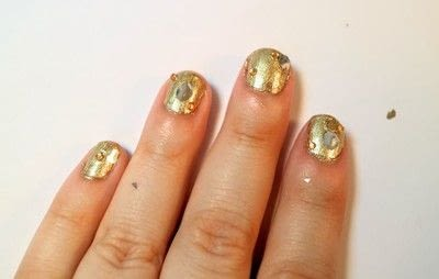 How to paint a nail painting. Queen Bee Nails - Step 4