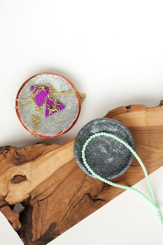 Glitter ring bowls how to make a clay bowl home diy for Glitter bowl