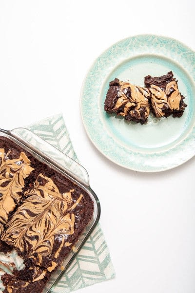 How to bake a peanut butter brownie. Peanut Butter Banana Brownies - Step 5