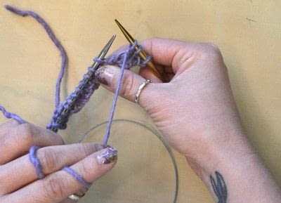 How to knit . The Yarn Over (Yo) - Step 3