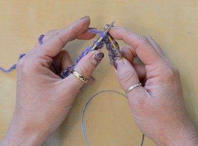 How to knit . The Yarn Over (Yo) - Step 9