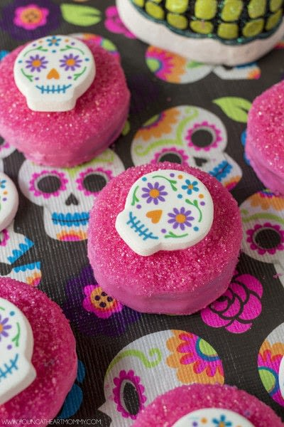 How to decorate a seasonal cookie. Sugar Skull Chocolate Covered Cookies - Step 4