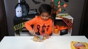 How to bake cake pops. Diy Spooky Cake Balls - Step 2