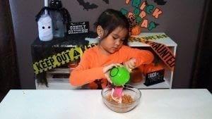 How to bake cake pops. Diy Spooky Cake Balls - Step 3