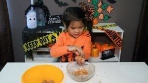 How to bake cake pops. Diy Spooky Cake Balls - Step 4