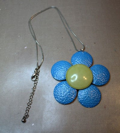 How to make a recycled necklace. Upcycled Enamel Flower Necklace - Step 4