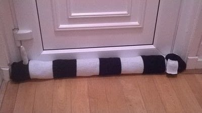 How to make a door stop. Dog Draught Excluder - Step 29