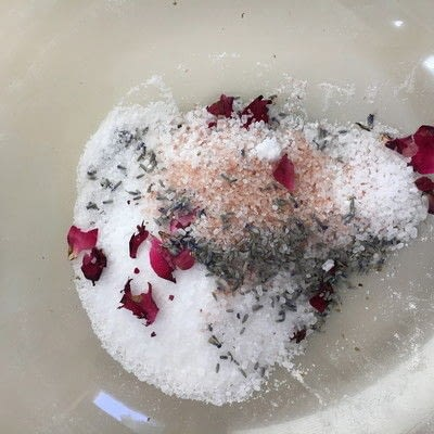 How to make a bath salt. Lavender Rose Bath Salts - Step 2
