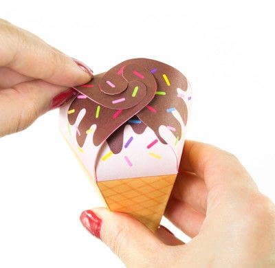 How to cut a piece of papercutting. DIY Printable Ice Cream Cone Favors  - Step 4
