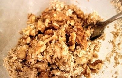 How to make a bowl of overnight oats. Banana & Peanut Butter Overnight Oats - Step 2