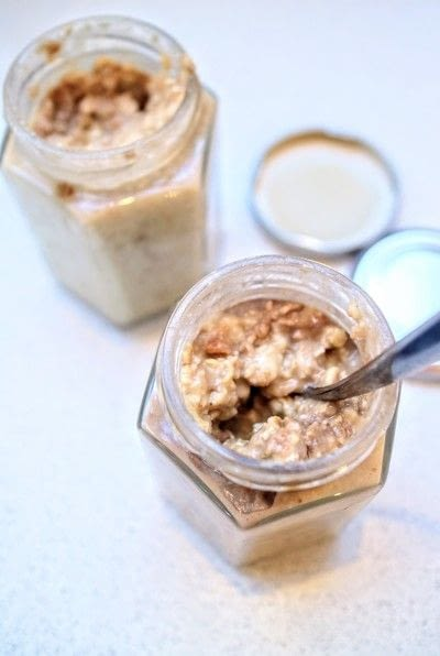 How to make a bowl of overnight oats. Banana & Peanut Butter Overnight Oats - Step 4