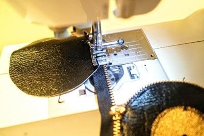 How to make a zipper pouch. Record Coin Purse - Step 9