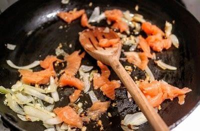 How to cook pasta. Salmon Vodka Pasta - Step 2