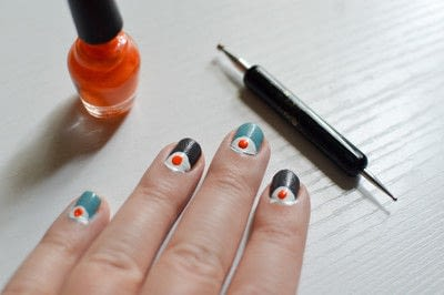 How to paint a character nail. Eye Nail Design - Step 3