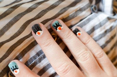 How to paint a character nail. Eye Nail Design - Step 4