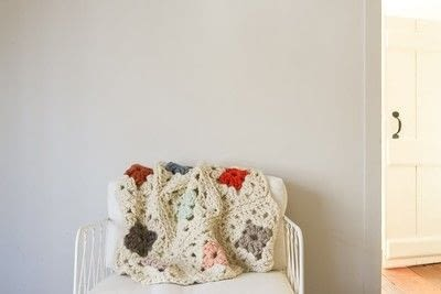 How to crochet a granny square blanket. Purl Soho's Granny Square Blanket in Gentle Giant - Step 4