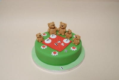 How to decorate a character cake. Teddy Bears Picnic Cake - Step 7