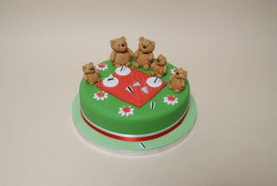 How to decorate a character cake. Teddy Bears Picnic Cake - Step 8