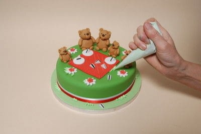 How to decorate a character cake. Teddy Bears Picnic Cake - Step 9