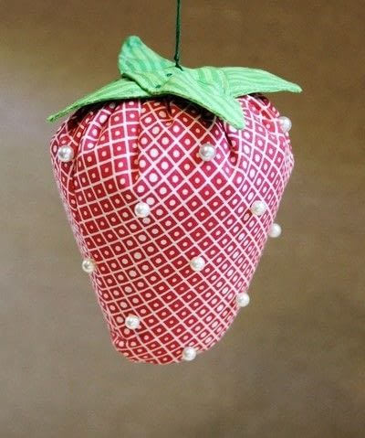 How to make a pin cushions. Strawberry Pincushion - Step 10