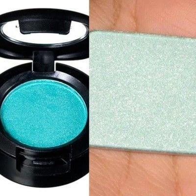 How to create a black eye makeup loop. Oil Slick Eye Make-Up Tutorial  - Step 5