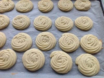 How to bake a butter cookie. Viennese Rose Biscuits  - Step 4