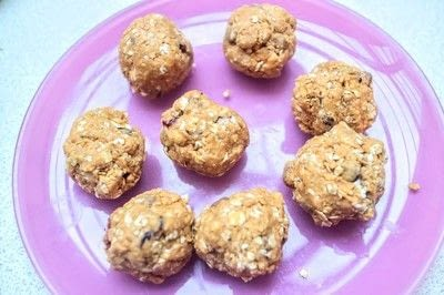 How to bake an oat bar. Peanut Butter Energy Bites - Step 4