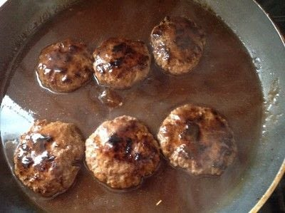 How to cook a beef dish. Salisbury Steak - Step 3