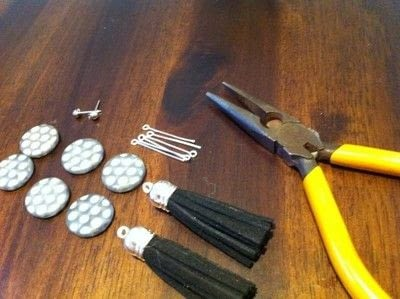 How to make a tassel earring. Tassels Earrings - Step 1