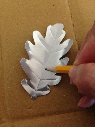 How to make a wreath. Repurpose Beer Can Flower And Leaf Wreath - Step 4